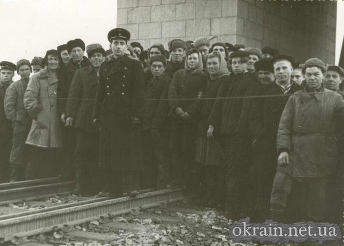 Строители моста через р.Днепр в Кременчуге - фото 447