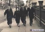 Рабочие завода Дормаш на одной из улиц Кременчуга 1960 год - фото 444