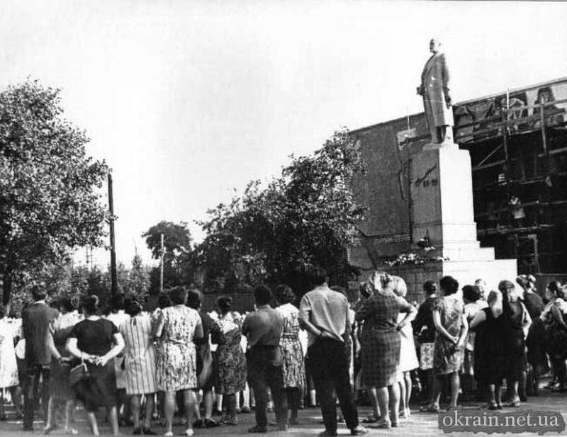 Памятник Ленину в Кременчуге - фото 649