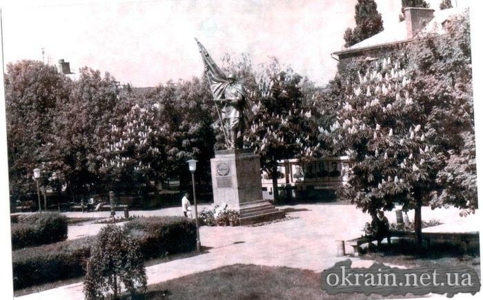 Памятник «Воину-Освободителю» в сквере «Октябрьский» - фото 505