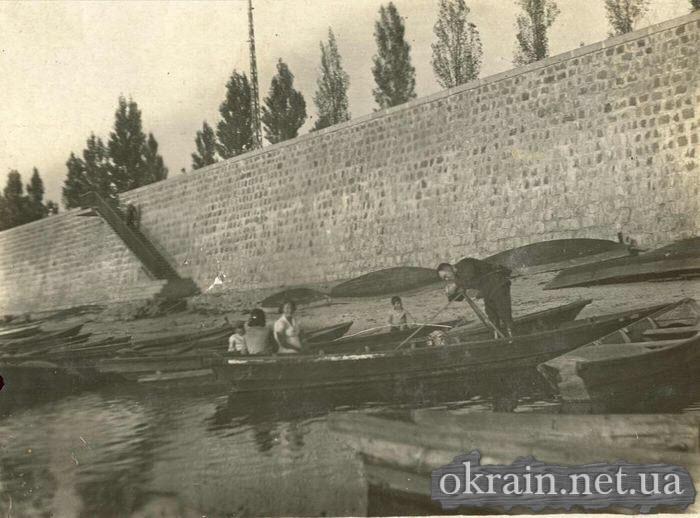Лодочная станция возле набережной Днепра в 1941 году. - фото 394