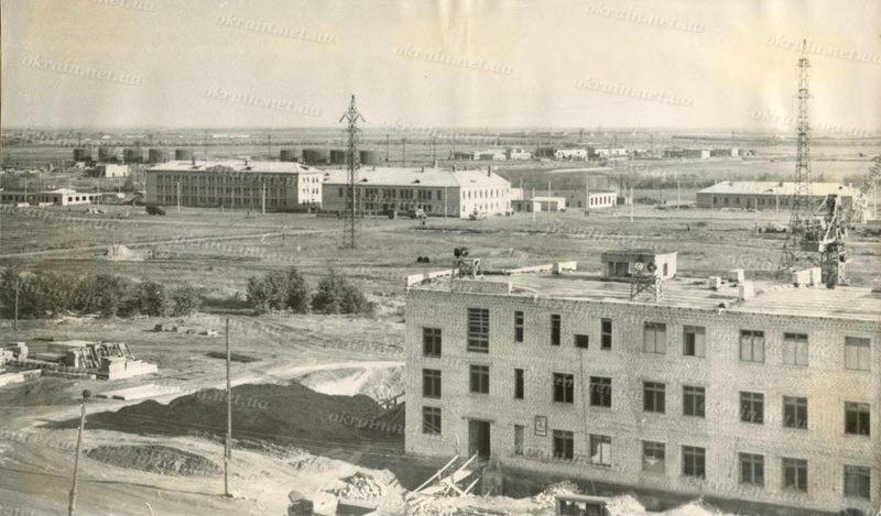 Панорама строительства Кременчугского нефтеперерабатывающего завода. - фото 275