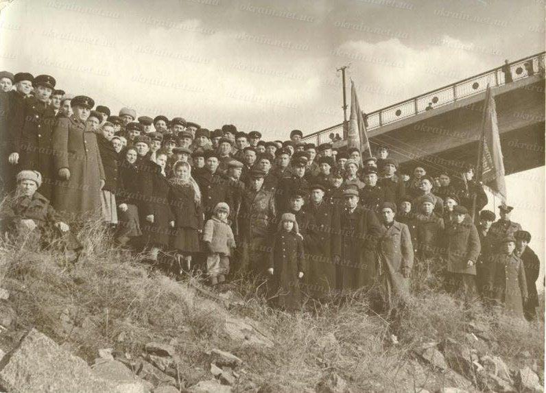 Строители моста через реку Днепр в Кременчуге. 1949 год. - фото 364
