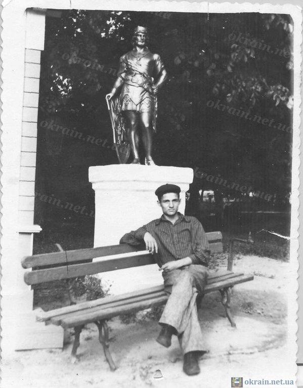 В Пионерском сквере - 1961 год Кременчуг - фото 131
