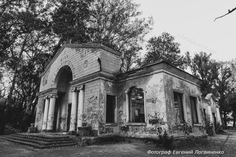 Фото развалин здания клуба железнодорожников