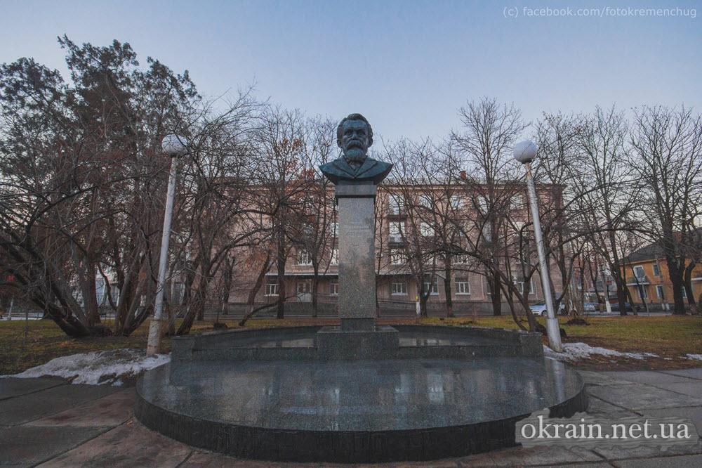 Памятник В.И. Вернадскому в Кременчуге