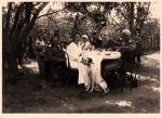 Военные врачи 294 полевого госпиталя на отдыхе после тяжелых боев в Голиции.  - фото 335
