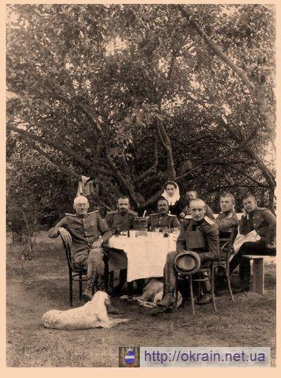 Военные врачи 294 полевого госпиталя на отдыхе после тяжелых боев в Голиции. Кременчуг 1916 год