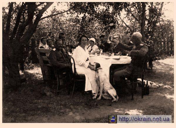 Военные врачи 294 полевого госпиталя на отдыхе после тяжелых боев в Голиции