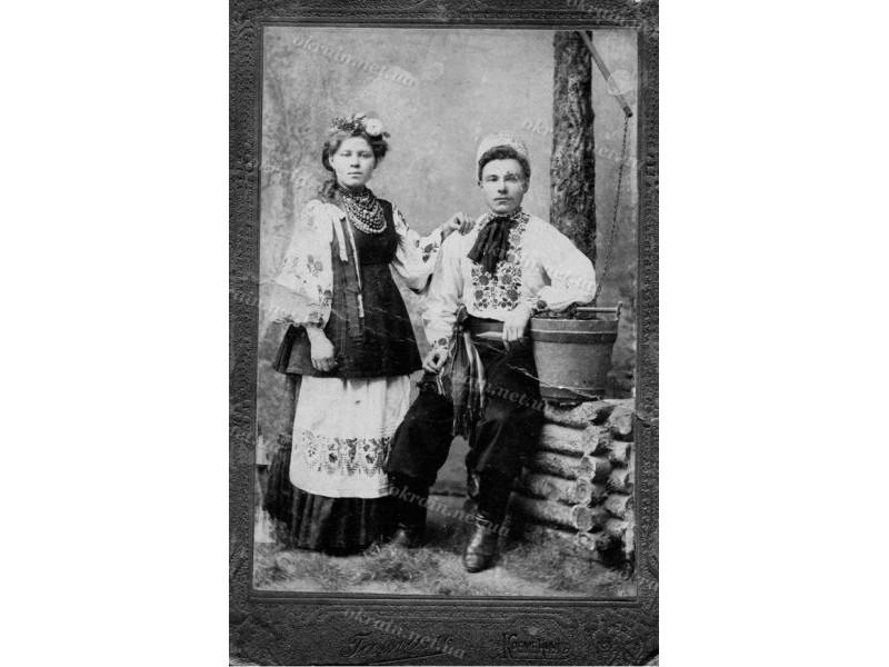 Дореволюционная художественная фотография «Белоконь Кирилл Макарович с сестрой». Фотограф Гамаль, Кременчуг