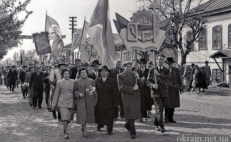 Демонстрация в Крюкове на 1 мая 1961 года - фото № 113
