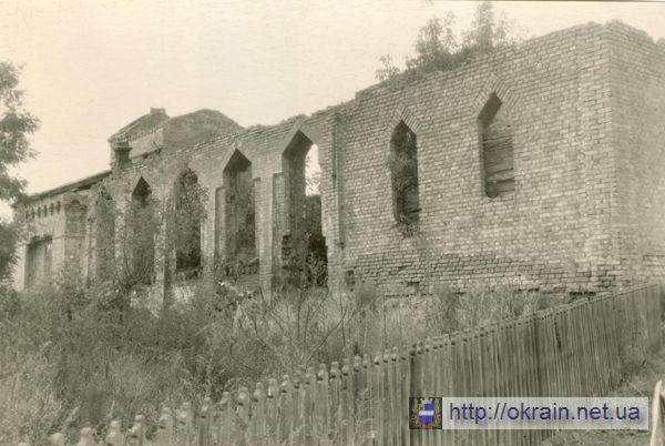 Клуб Кременчугского медицинского училища разрушенный немцами в 1943 году - фото № 290