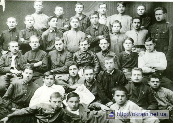 Комсомольский актив городской электростанции 1925-1926 года - фото № 357