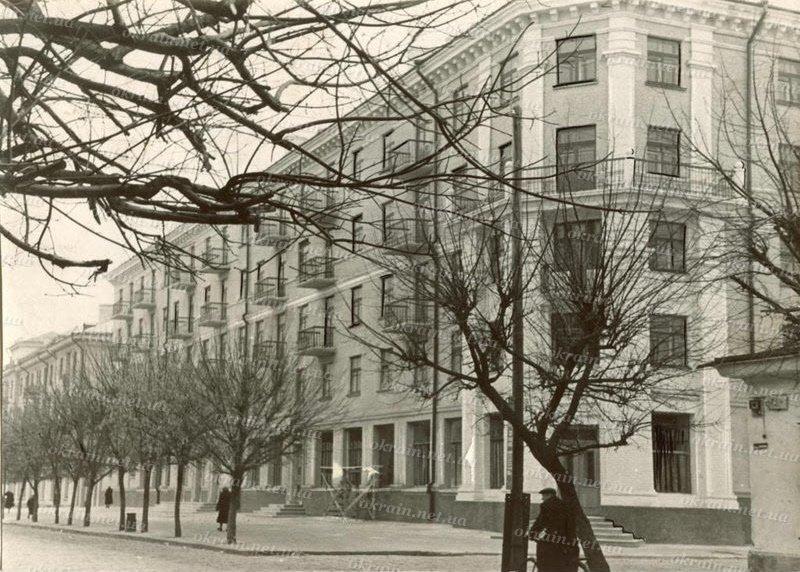 Угол улиц Ленина и Советской в Кременчуге - фото № 309
