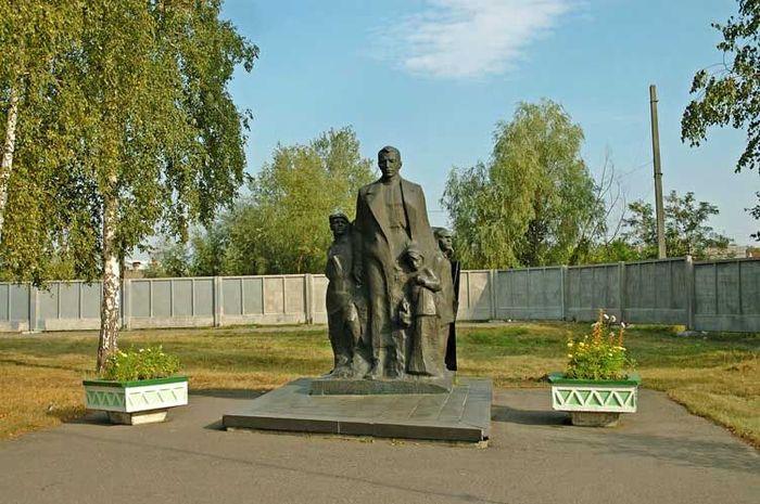 Памятник «Макаренко и дети» - фото № 237