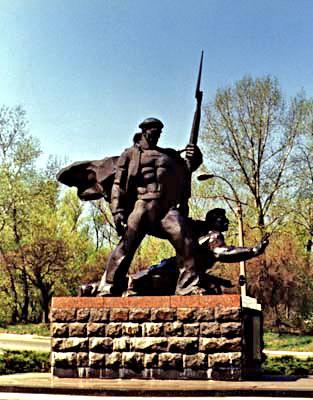 Памятник матросам Днепровской флотилии - фото № 186