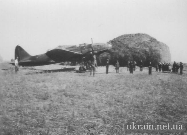 Жители села Недогарки встречают самолёт ДБ-3 - фото № 157