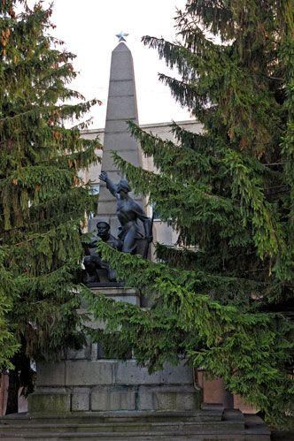 Памятник Борцам за Власть Советов в Кременчуге - фото № 229
