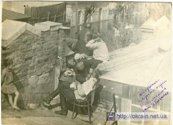Парикмахерская на крыше дома в Кременчуге Наводнение 1931 год - фото № 303