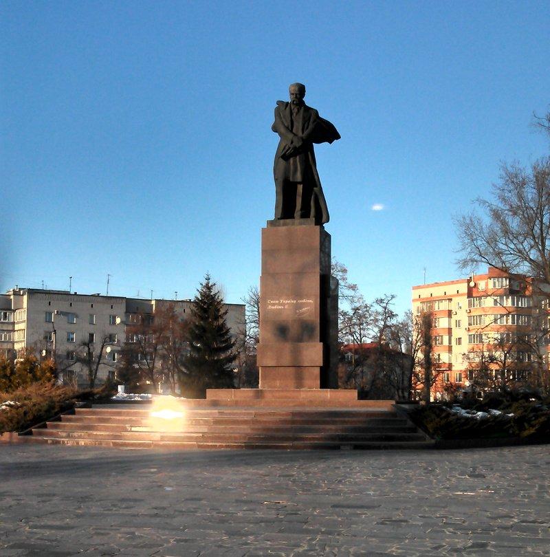 Памятник Шевченко в Кременчуге