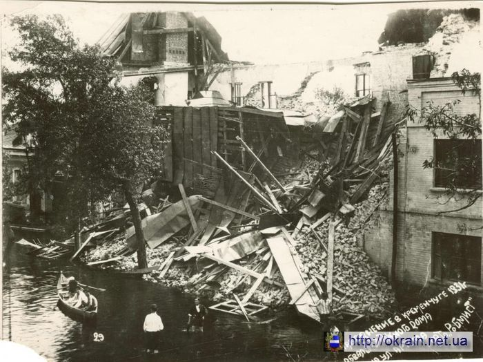 Разрушенный 3-х этажный дом по улице Артёма - фото № 400