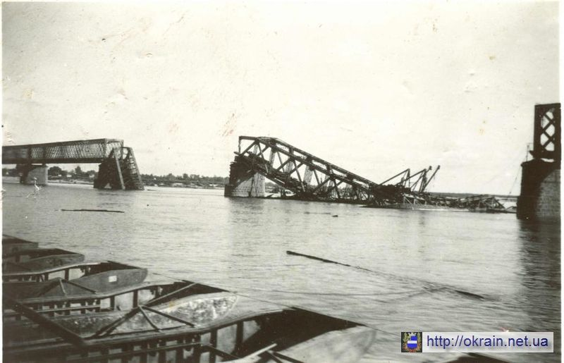 Разрушенный мост через Днепр в Кременчуге 1941 год - фото № 369