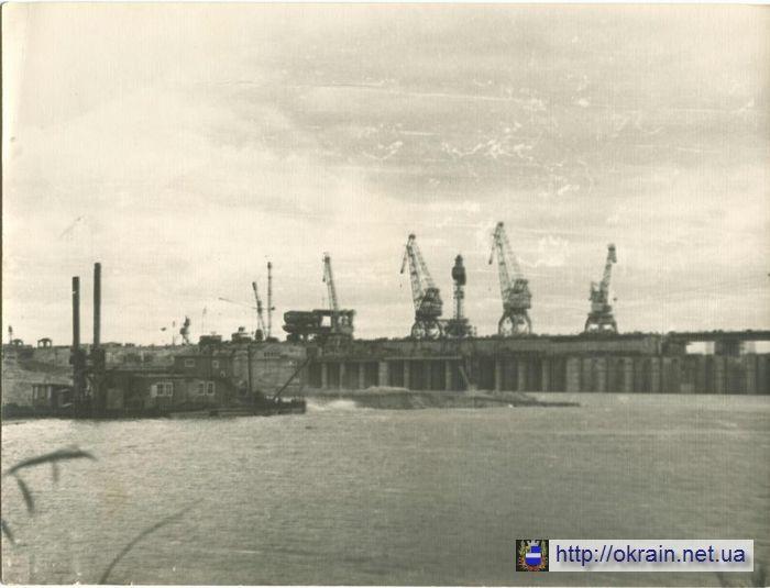 Строительство Кременчугской ГЭС День перекрытия русла Днепра 4 октября 1958 года - фото № 379