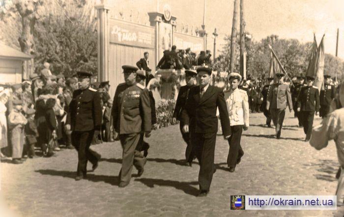 Первомайская демонстрация в Кременчуге 1949 год - фото № 482
