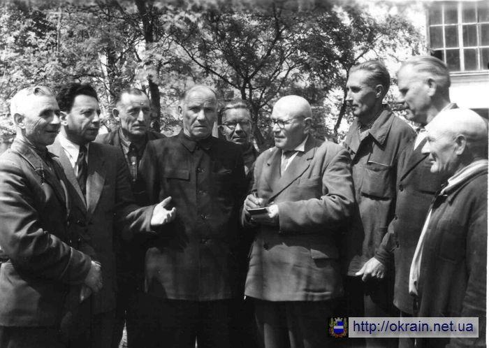 Группа участников народного ополчения в Кременчуге - фото № 532