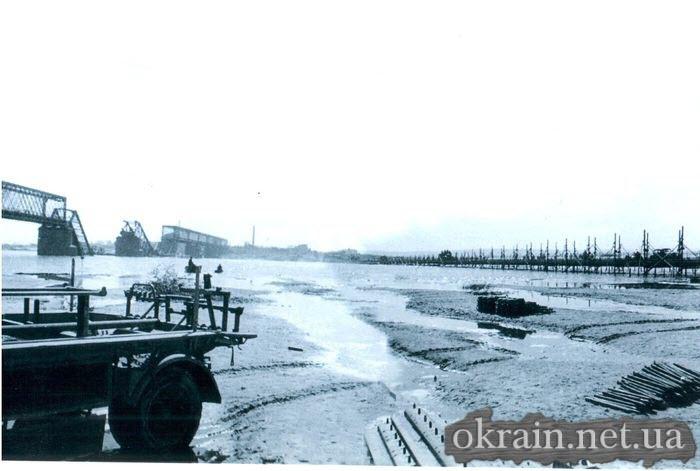 Немецкое фото моста и переправы в Кременчуге 1941 год - фото № 487