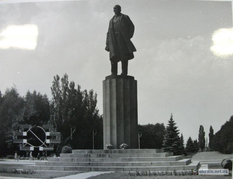 Памятник Ленину в Кременчуге 1983г - фото 709