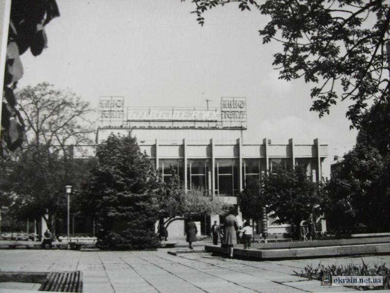 Кинотеатр Большевик в Кременчуге 1983г - фото 716