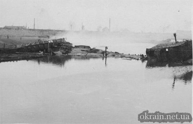 Уничтоженые суда в Кременчугской гавани Днепра - фото 737