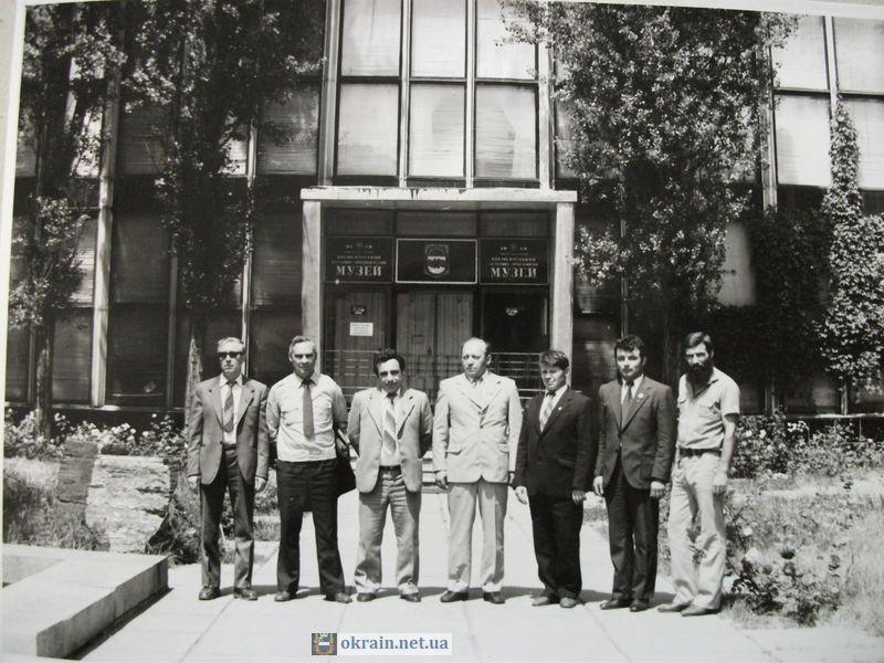 Вход в Кременчугский Краеведческий музей, 1983 год - фото 839