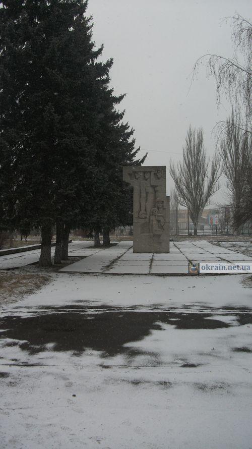 Памятник Комсомольцам в Кременчуге 14 января 2012 года - фото 841