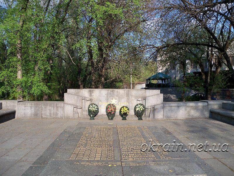 Братская могила советских солдат - фото 1305