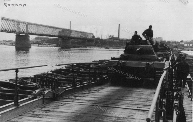 танк PzKpfw III модификации J (Ausf. J) на переправе в Кременчуге - фото 1548