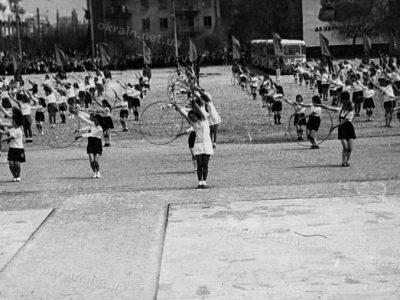 Выступление школьниц на площади Победы – фото 1652