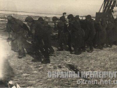 Военнопленные на строительстве деревянного моста через Днепр – фото №1691