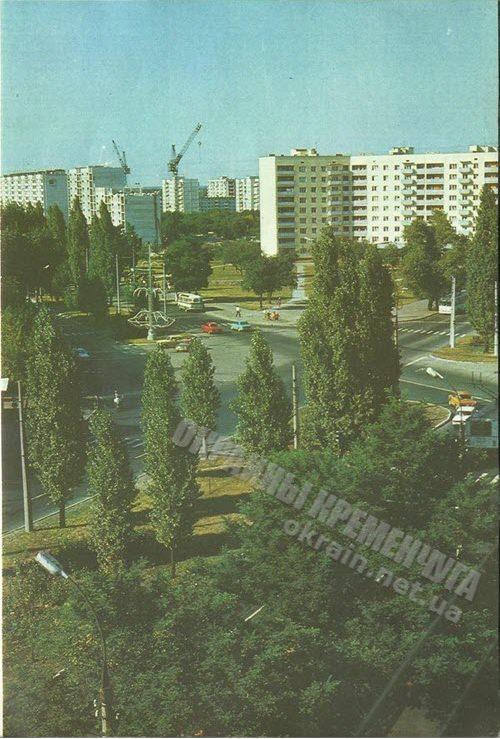 Фотография пересечения улицы Киевской и проспекта Свободы в Кременчуге. Вид на «немецкий дом» 1986 год