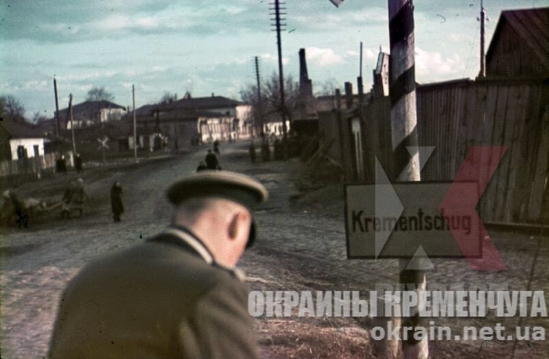 Немецкий офицер на въезде в Кременчуг - фото №1760