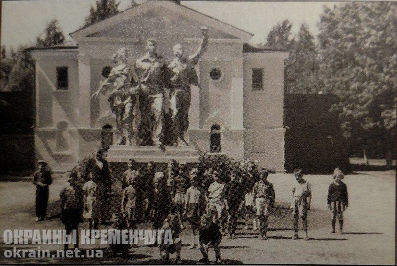 Скульптура «Дружба народов» в Крюкове - фото №1766