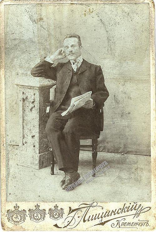 «Мужчина с газетой» фотограф Г.Лищинский Кременчуг - фото № 1870