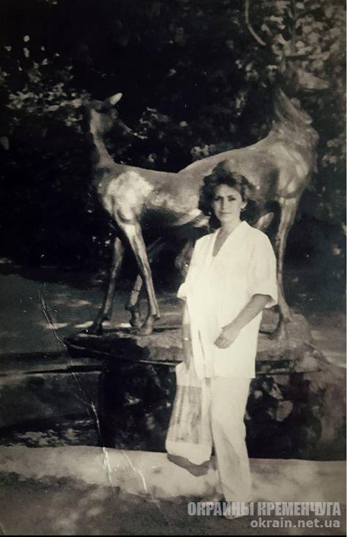На фоне скульптурной группы «Олени» Кременчуг 1986 год - фото № 1884
