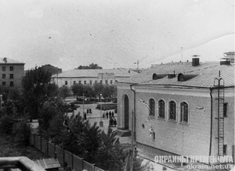 Кинотеатр «Большевик» вид сбоку Кременчуг - фото № 1888