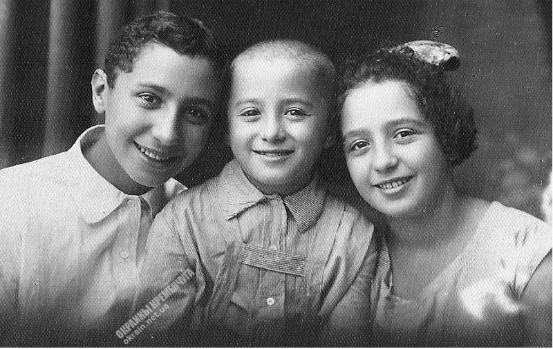 Дети фотографа Ольшанского Кременчуг 1920-е - фото № 1901