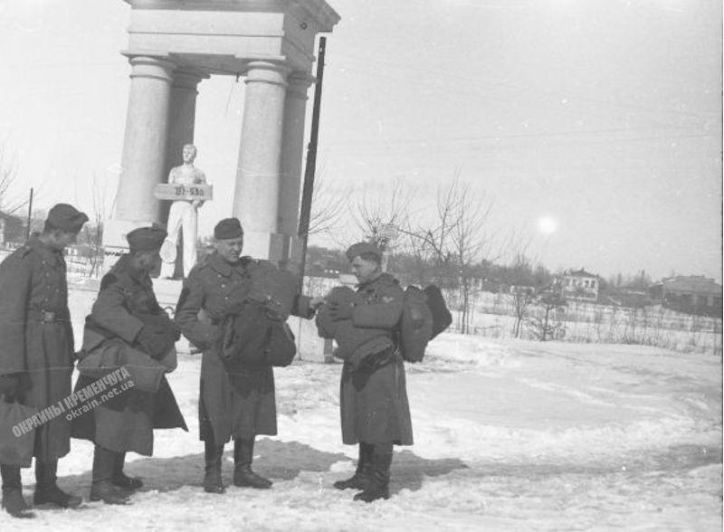 Вход в парк МЮДа Кременчуг 1942 год фото номер 1902