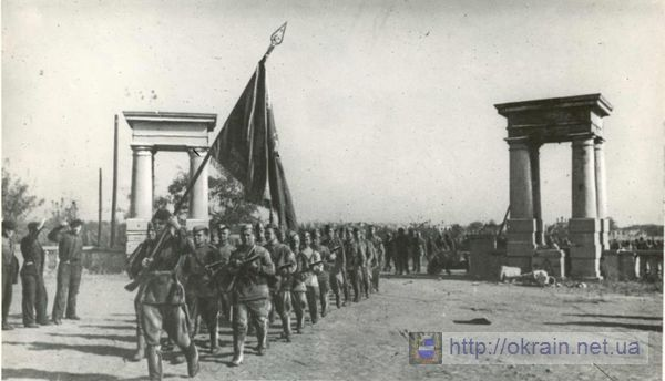 Кто идет под знаменем? - история одной фотографии сделанной в Кременчуге