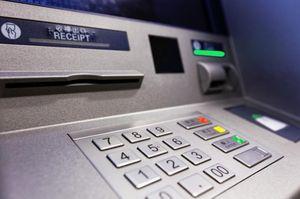 Фальшивые доллары в банкоматах Укрсоцбанка