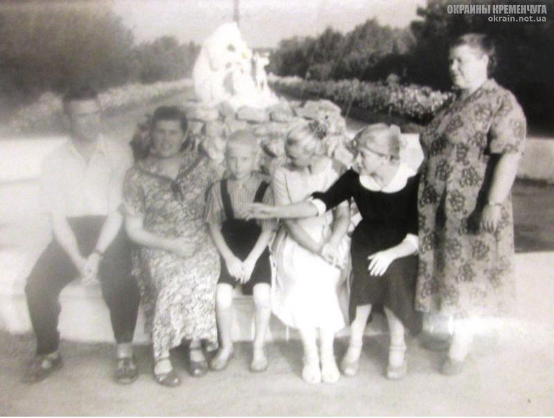 У фонтана «Квартет» парк МЮДа Кременчуг — фото № 1983